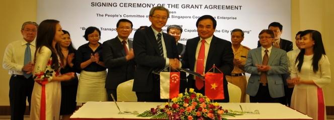 Lễ ký kết thỏa thuận tài trợ Singapore và Đà Nẵng về xây dựng năng lực quản lý và quy hoạch giao thông vận tải thành phố Đà Nẵng